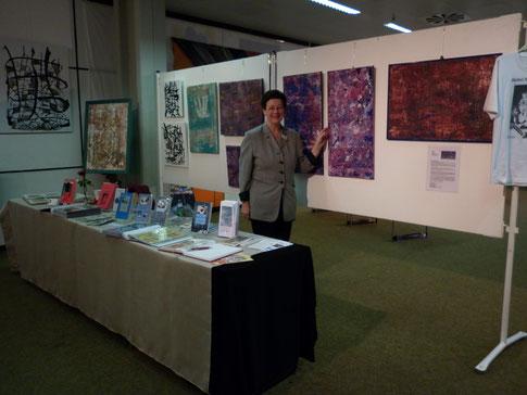 Bärbel Niewöhner während der Ausstellung