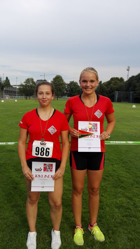 Katrin Billing (links), Annika Schepers (rechts)