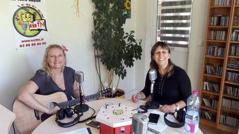 Sylvie reçoit Séverine de Close sur EST FM.
