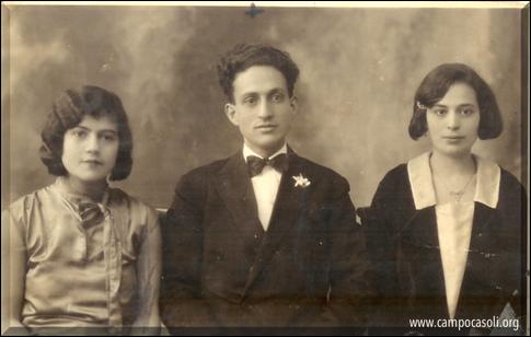 Foto n. 6: a sinistra Regina Afnaim, sorella di Salomone Afnaim (marito della sorella di Mosé Dana), a destra la moglie Lea Dana.