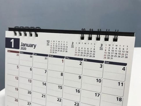 一枚の紙面に、前月、当月、 翌月、翌々月の4か月分を掲載