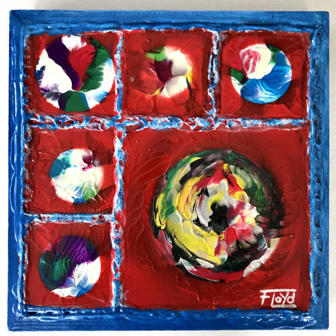 Fünf einzelne Leinwände in einem Holzrahmen vereint und doch nur 34 x34 cm. 5 bunte Kugeln, oder doch Planeten erscheinen im roten aufwendigen Bild.