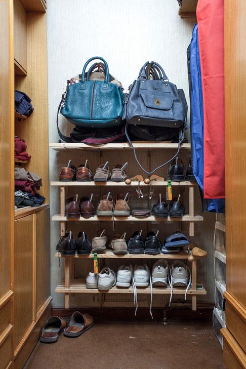 Un armario de hombre antes de organizar - AorganiZarte