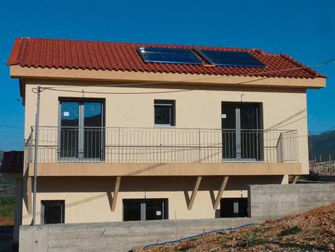 Einfamilienhaus in Amfilochia, Griechenland, 9,74 m² Kollektorfläche, Warmwasserbereitung und Heizungsunterstützung