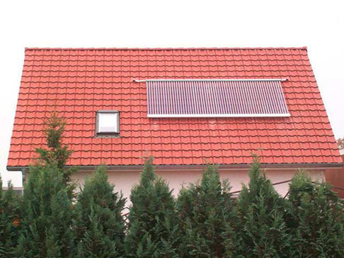 single-family house, 60 Direct Flow tubes, 9,8 m² collector area, domestic water heating