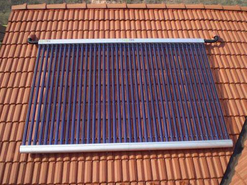 Solarkollektor auf dem Dach in Jena