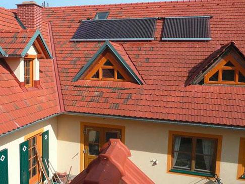 Mehrfamilienhaus in St.Anna, Österreich, Dachmontage, 90 Direct Flow Power Röhren, 14,7 m² Kollektorfläche, Heizungsunterstützung und Brauchwassererwärmung