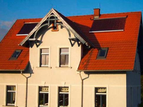 Einfamilienhaus in Niederwiesa, Deutschland, Dachmontage, 40 direct flow Röhren, 6,52 m² Kollektorfläche, Brauchwassererwärmung