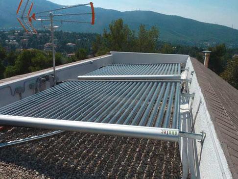 Mehrfamilienhaus in Athen, Griechenland, 14,61 m² Kollektorfläche, Warmwasserbereitung und Heizungsunterstützung