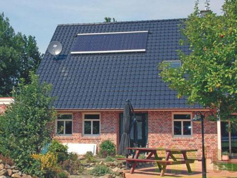 Einfamilienhaus in Meppen, Deutschland, Dachmontage, 60 Heat Pipe Röhren, 9,8 m² Kollektorfläche, Heizungsunterstützung und Brauchwassererwärmung