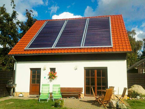 multi-family house with 2 holiday apartments, 210 Direct Flow tubes, 33,9 m² collector area, ca. 21 kWp, heating and domestic water heating support (little district heating network)