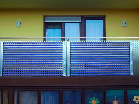 Einfamilienhaus in Laichingen, Deutschland, Balkonmontage, 60 Direct Flow Powerröhren, 9,8 m² Kollektorfläche, Brauchwassererwärmung