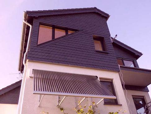 Solarkollektor an der Fassade befestigt in Overath