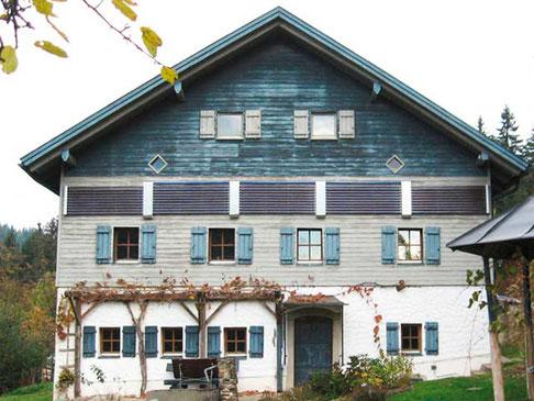 Mehrfamilienhaus in Luzern, Schweiz, Fassadenmontage, 50 Direct Flow Power Röhren, 8,1 m² Kollektorfläche, Brauchwassererwärmung