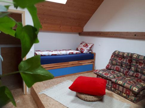 Unser Mansarde Zimmer - Jordi-Hof Bewirtung und Übernachtung auf dem Bauernhof in Ochlenberg