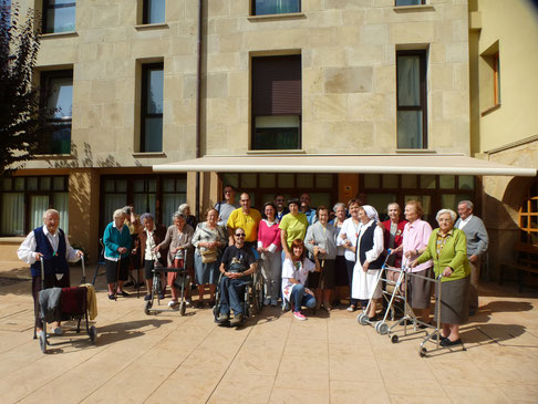 Foto con la gente de la residencia