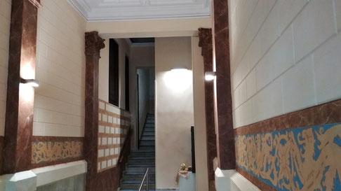 Pintors Barcelona. Rehabilitación  escalera comunidad vecinos.  Pintores restaurar vestíbulo L´Eixample