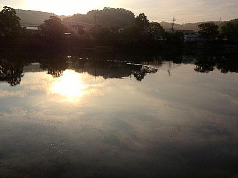 早朝の瀬田川