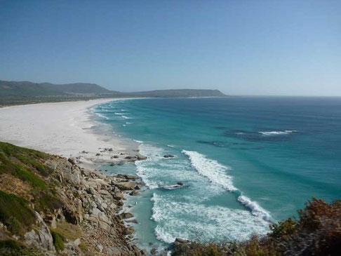 de grandes plages desertes... l'eau est trop froide