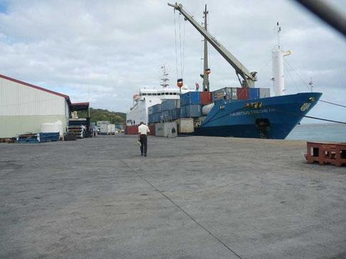 le Mauricius Trochetia prend notre place à quai ou le contraire