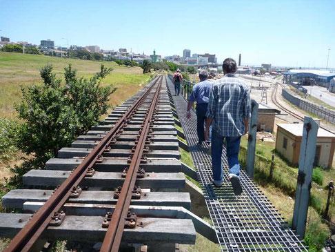 raccourci par la voie du chemin de fer pour rentrer au bateau
