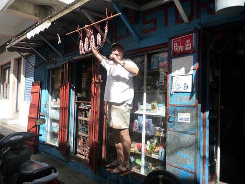 M Laval le redoutable commerçant chinois de Joli Store