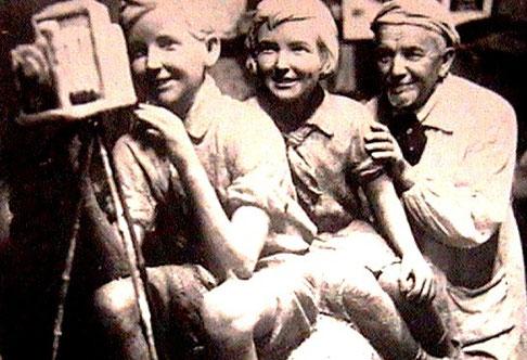 """(16) """"Фотолюбители"""" и их автор (1936г.)"""