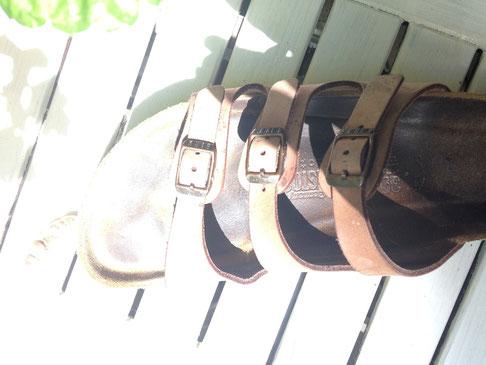 hässliche sandale in der sonne