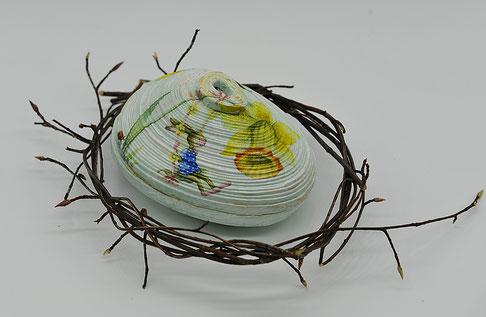 Osternostalg-Ei, Deckeldose aus Zeitungspapier mit Decoupage