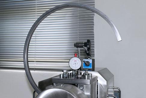 Teilansicht einer Biegemaschine für große Querschnitte und kleinere bis mittlere Durchmesser.