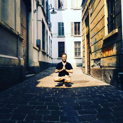 Namasté! Yoga-Blogger Thomas Meinhof erzählt von Yoga und Vaterschaft auf dem Yoga Mama Blog MOMazing.