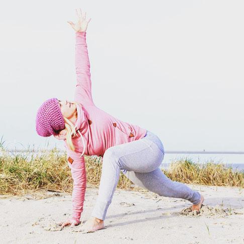 Yoga-Mama Diana Schlesier spricht über Yoga und ihre Erfahrungen bei der Geburt. Interview mit dem Yoga Blog MOMazing.