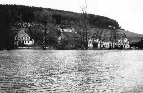 Sallinghausen um 1980: Der Salweybach hat sich in einen See verwandelt.