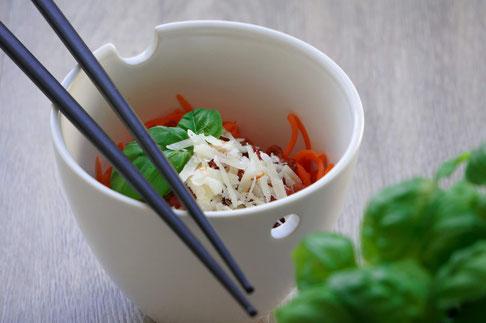 Möhrennudeln mit Puten-Gemüse-Bolognese | low carb