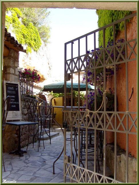 Restaurant dans une ruelle, Baux-de-Provence, Alpilles (13)