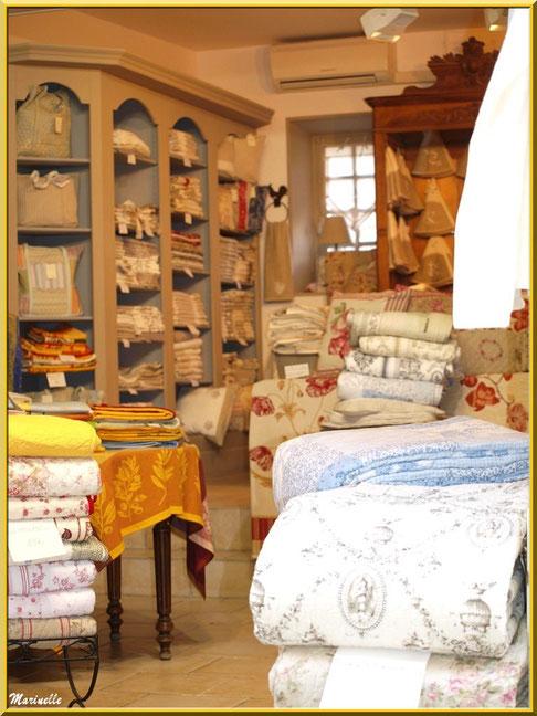 """Boutique de linge de maison provençal  """"Comptoir des Alpilles"""", Baux-de-Provence, Alpilles (13)"""
