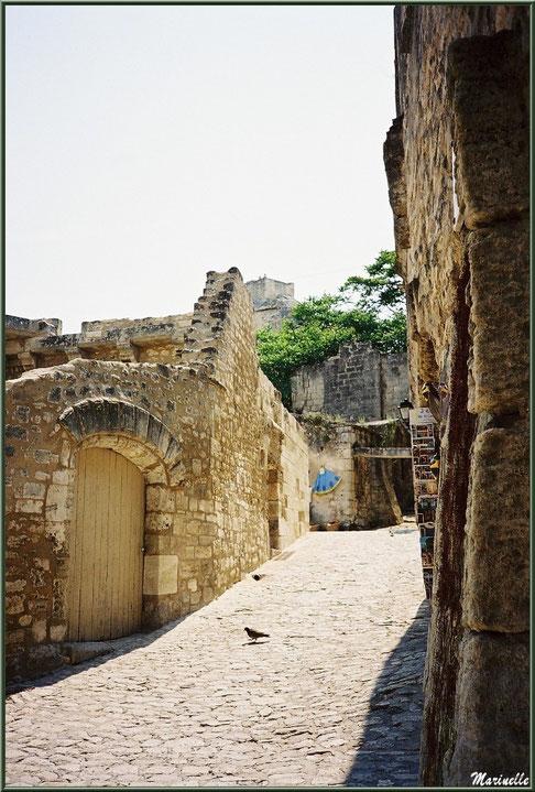 Ruelle, veilles pierres et commerces, Baux-de-Provence, Alpilles (13)