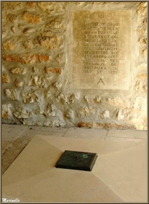 Tombeau collectif des religieux, pèlerins et fidèles au cimetière du Château des Baux-de-Provence, Alpilles (13)
