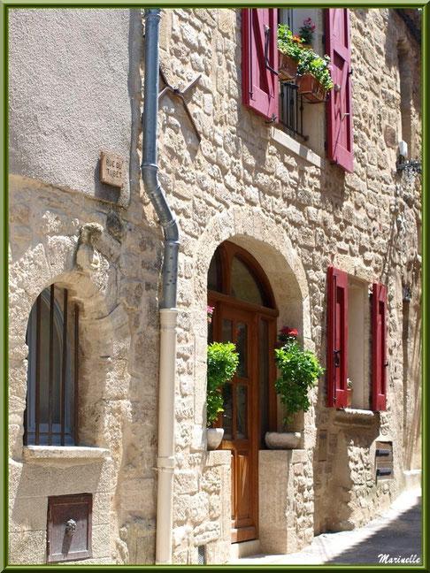 """Ruelle """"rue du Tubet"""", village de Cucuron, Lubéron (84)"""