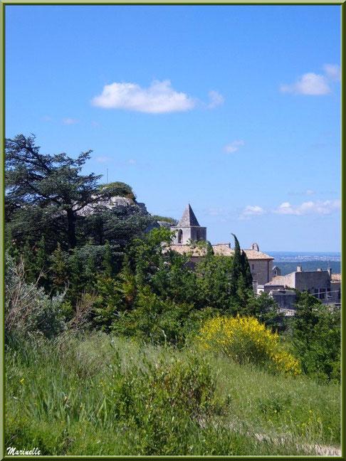 Clocher de l'église Saint-Vincent (vu depuis l'esplanade du château), Les Baux-de-Provence, Alpilles (13)