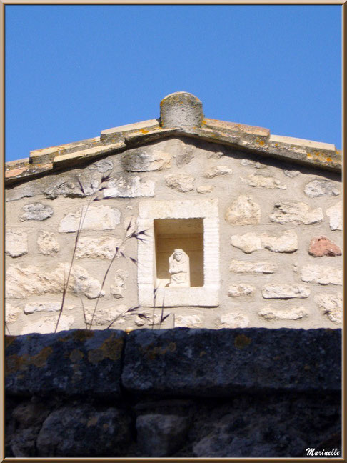 Statuette dans une niche murale, Baux-de-Provence, Alpilles (13)