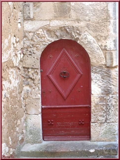 Vieille porte au détour d'une ruelle, Baux-de-Provence, Alpilles (13)