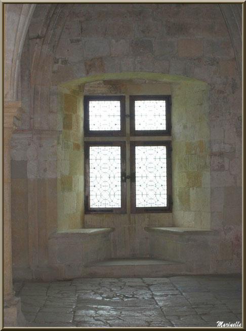 Fenêtre du  réfectoire de l'abbaye de Silvacane, Vallée de la Basse Durance (13)