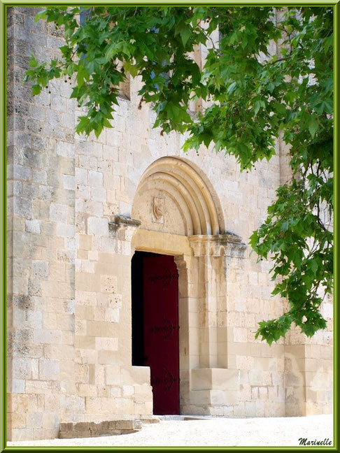 Façade avec entrée principale de l'abbaye de Silvacane, Vallée de la Basse Durance (13)