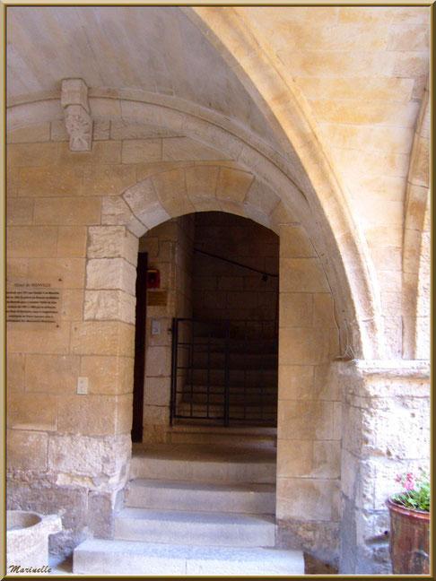 Hôtel de Manville (Mairie) avec sa cour intérieure, Baux-de-Provence, Alpilles (13)