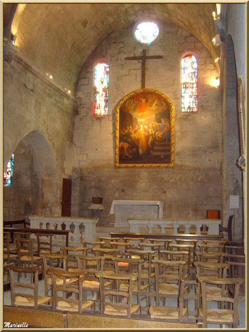 La nef principale et l'autel de l'église Saint-Vincent, Les Baux-de-Provence, Alpilles (13)