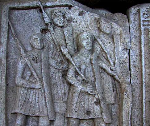 Légionnaires romain portant le pilum.