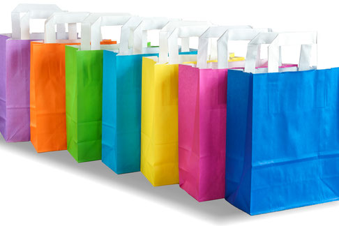 Papiertragetaschen in vielen verschiedenen Farben