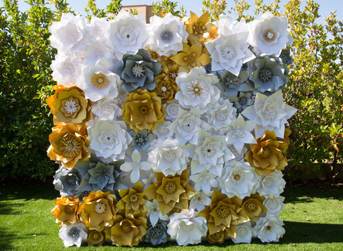 Panel de flores de papel