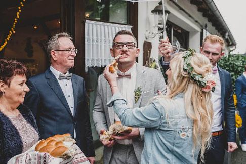 Russische Hochzeit Tradition: Brot & Salz